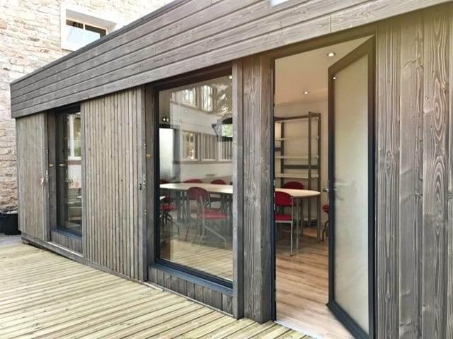 Salle de réunion design en bois