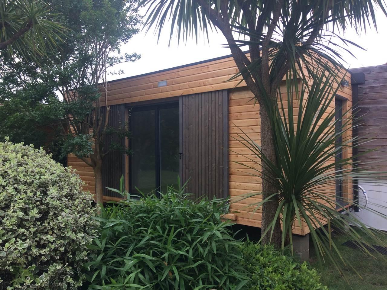 petite maison en bois ecologique et conomique my garden. Black Bedroom Furniture Sets. Home Design Ideas